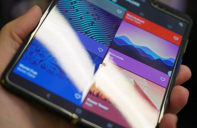三星折叠屏手机Galaxy Fold开售,售价近两千美元