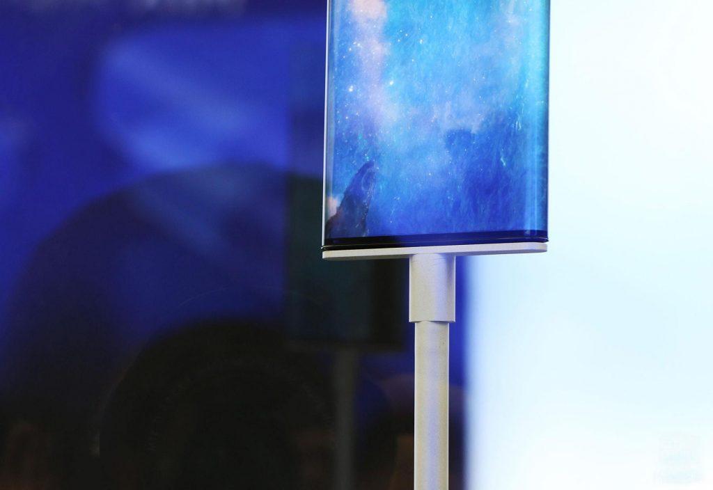 小米MIX Alpha真机实拍图:环绕屏视觉效果十分震撼