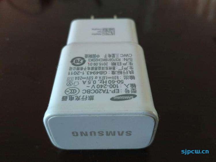 苹果之后,外媒消息三星S21也将不带充电器跟耳机
